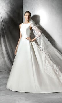 Pronovias 2016 Bridal Phynley #18