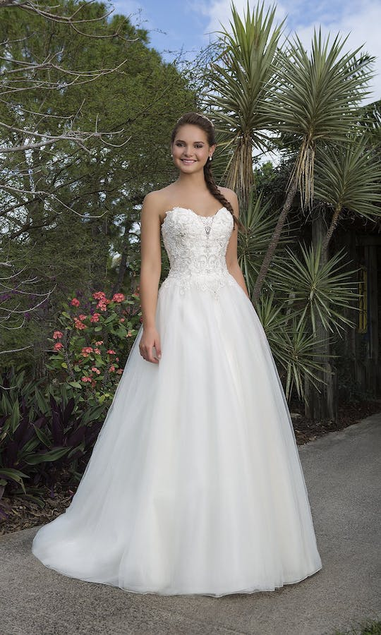 Sweetheart Gowns Spring/Summer 2016 6110