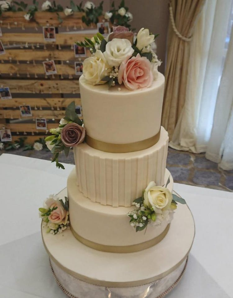 Classic and contemporary wedding cakes