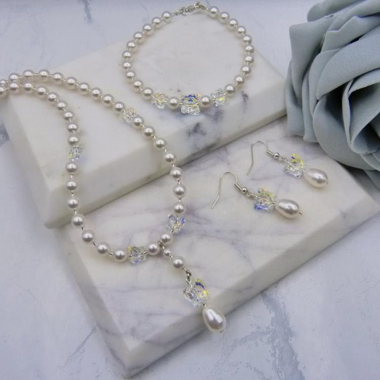Stunning 3 Piece Bridal Jewellery Set Handmade with Pearls & Crystals from Swarovski® Elements. £89.00